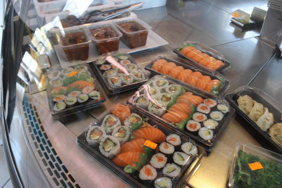 Plateaux de sushi maki à emporter